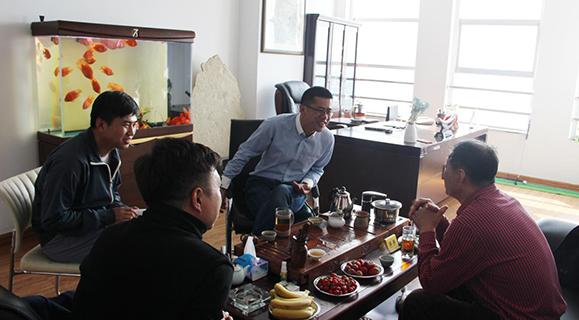 中国烹饪大师尹顺章指导工作